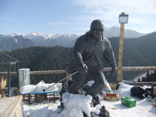 Statue at bottom of first lift. Photo by Ruth Ingram